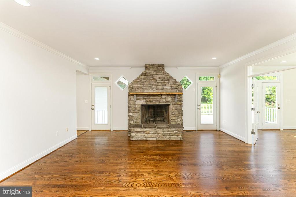 Family room - 262 W NORTH AVE, WINCHESTER