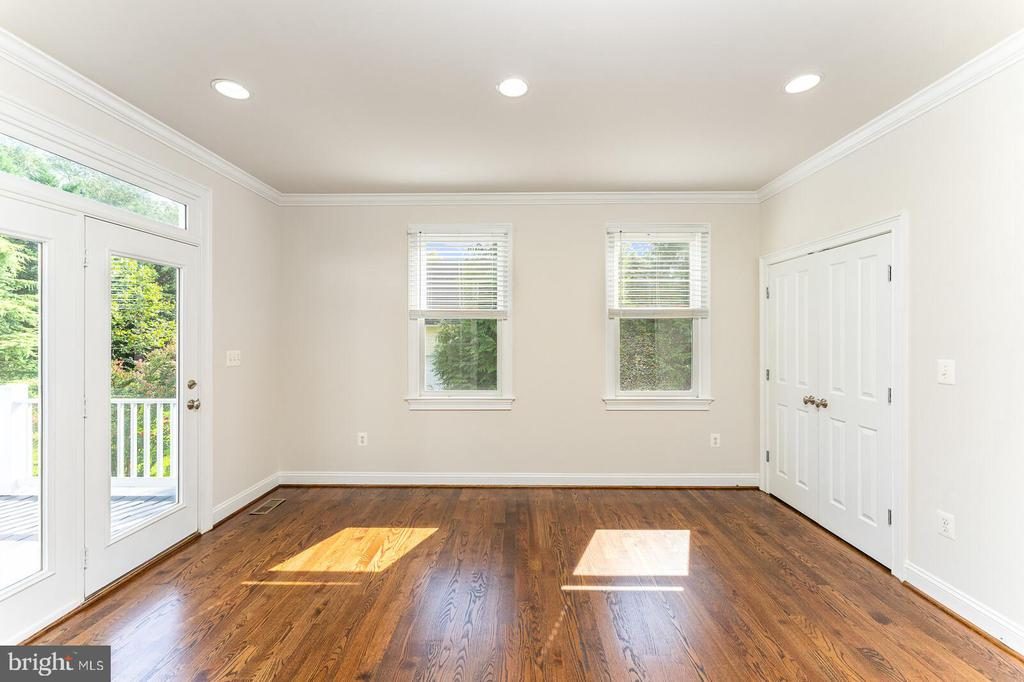Bonus room on first floor/can be 6th bedroom - 262 W NORTH AVE, WINCHESTER