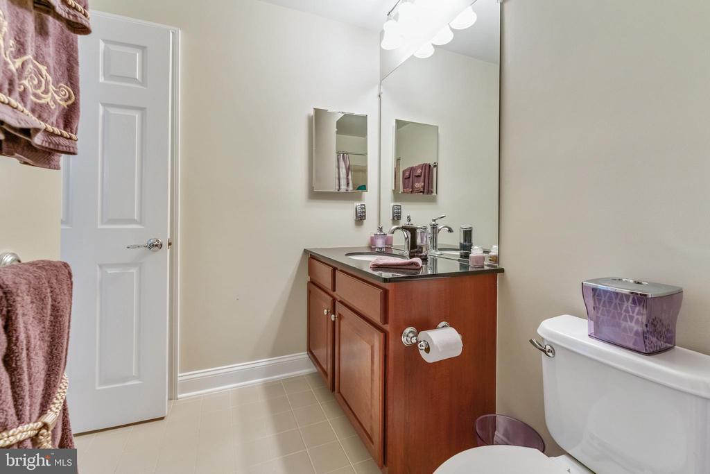 Full bathroom upper level w/bedrooms - 478 GLADE FERN TER SE, LEESBURG
