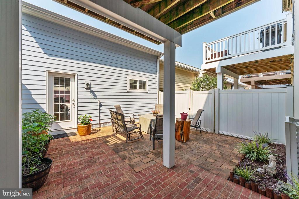 Easy to maintain private patio - 478 GLADE FERN TER SE, LEESBURG