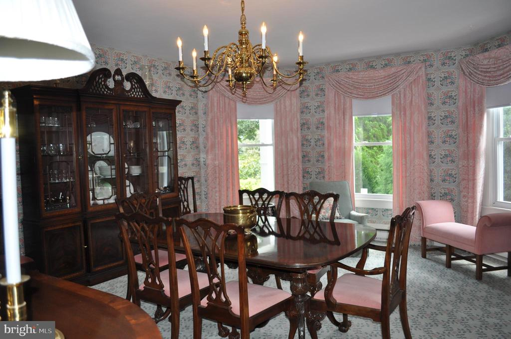 Dining room with full bay window - 11690 FREDERICK RD, ELLICOTT CITY