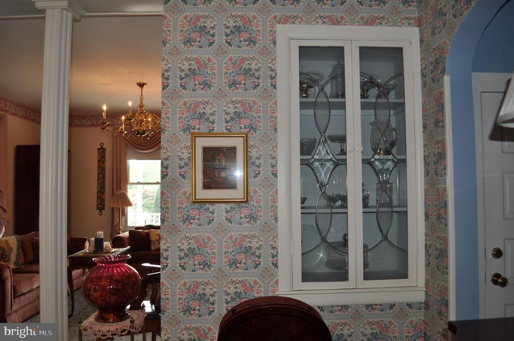Built-in cabinet detail - 11690 FREDERICK RD, ELLICOTT CITY