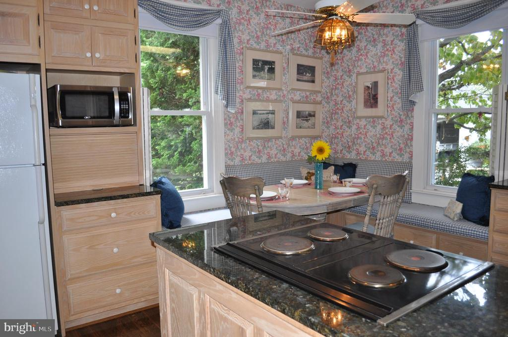 Kitchen with breakfast nook and window seat - 11690 FREDERICK RD, ELLICOTT CITY