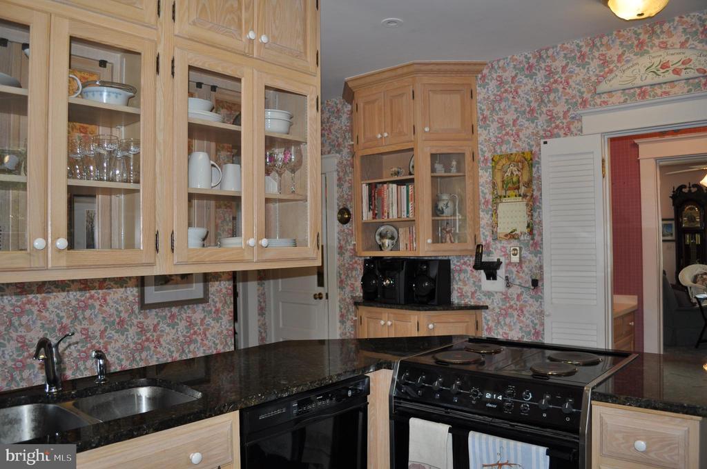 Open floor plan respects original home - 11690 FREDERICK RD, ELLICOTT CITY
