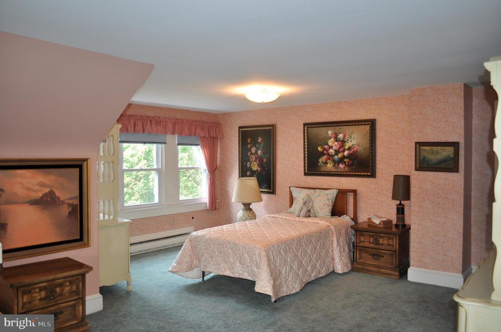 Third floor fifth bedroom with side dormer - 11690 FREDERICK RD, ELLICOTT CITY