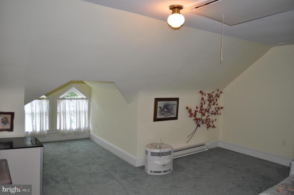 Sixth bedroom on 3rd floor - 11690 FREDERICK RD, ELLICOTT CITY