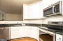 Kitchen white cabinets - 42531 ROCKROSE SQUARE #102, ASHBURN