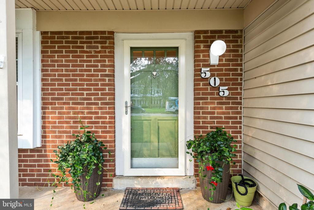 Welcome to your new home! - 505 ASPEN DR, HERNDON