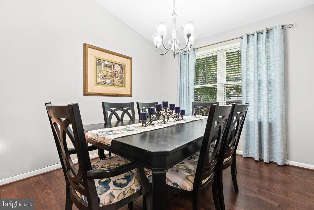Formal dining room - 505 ASPEN DR, HERNDON