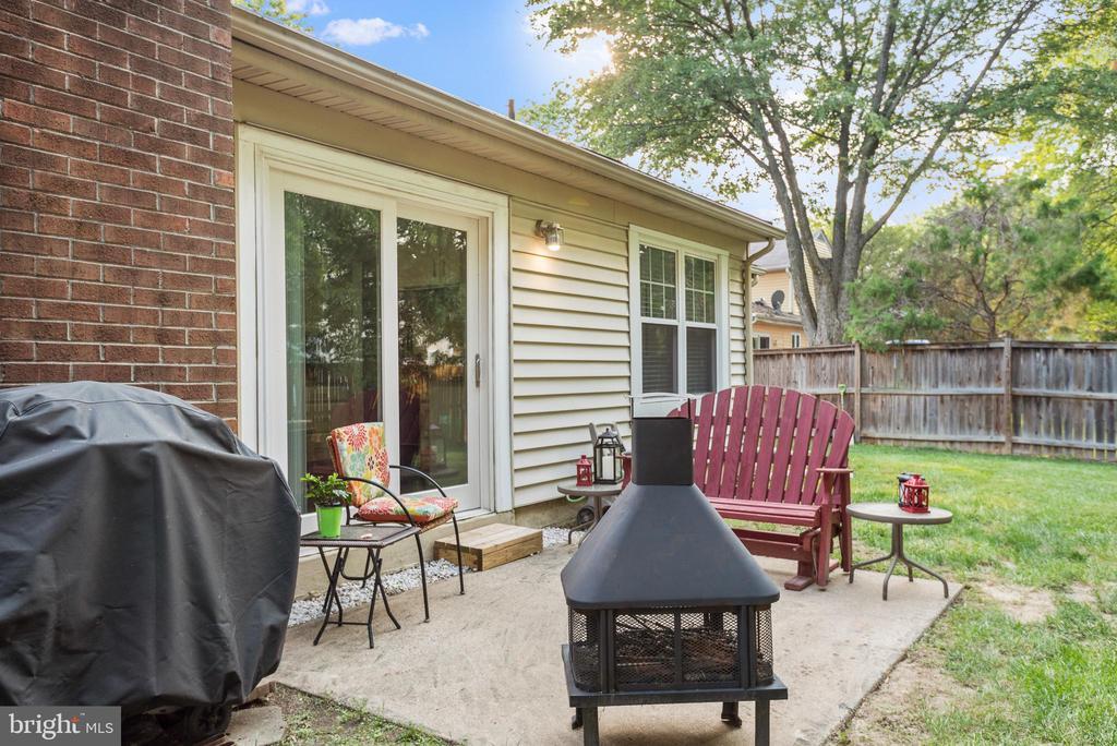 Concrete patio outside kitchen door - 505 ASPEN DR, HERNDON