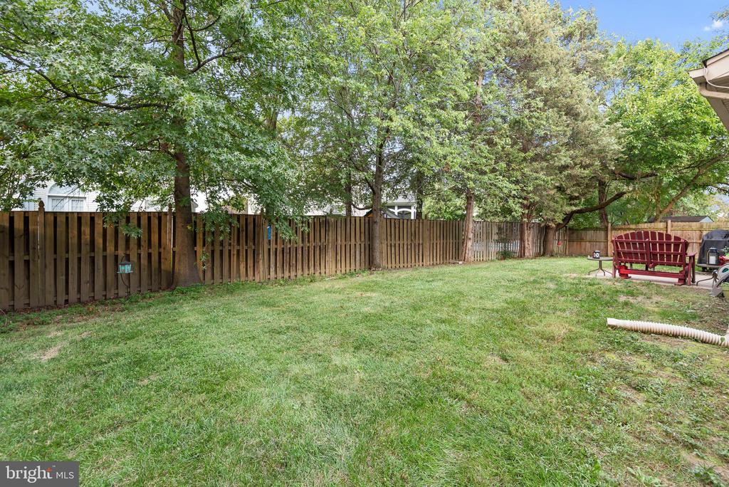 Fully fenced for your privacy - 505 ASPEN DR, HERNDON