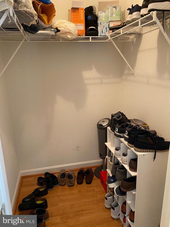 Bedeoom #2 has spacious walk-in closet - 112 WESTWICK CT #6, STERLING