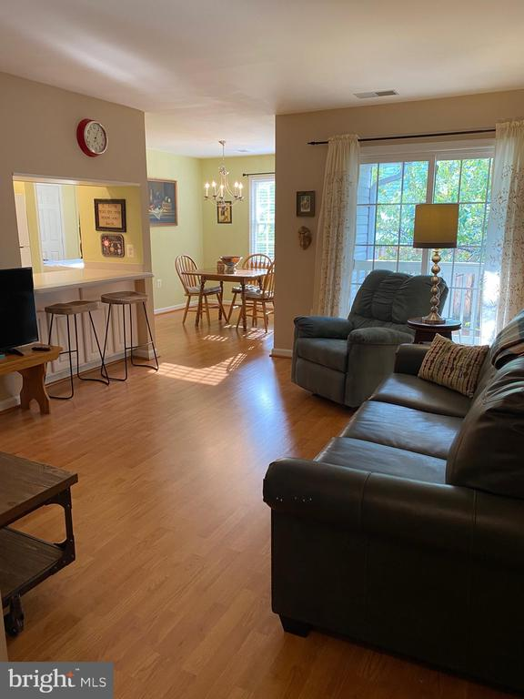 View to living area from front door foyer - 112 WESTWICK CT #6, STERLING