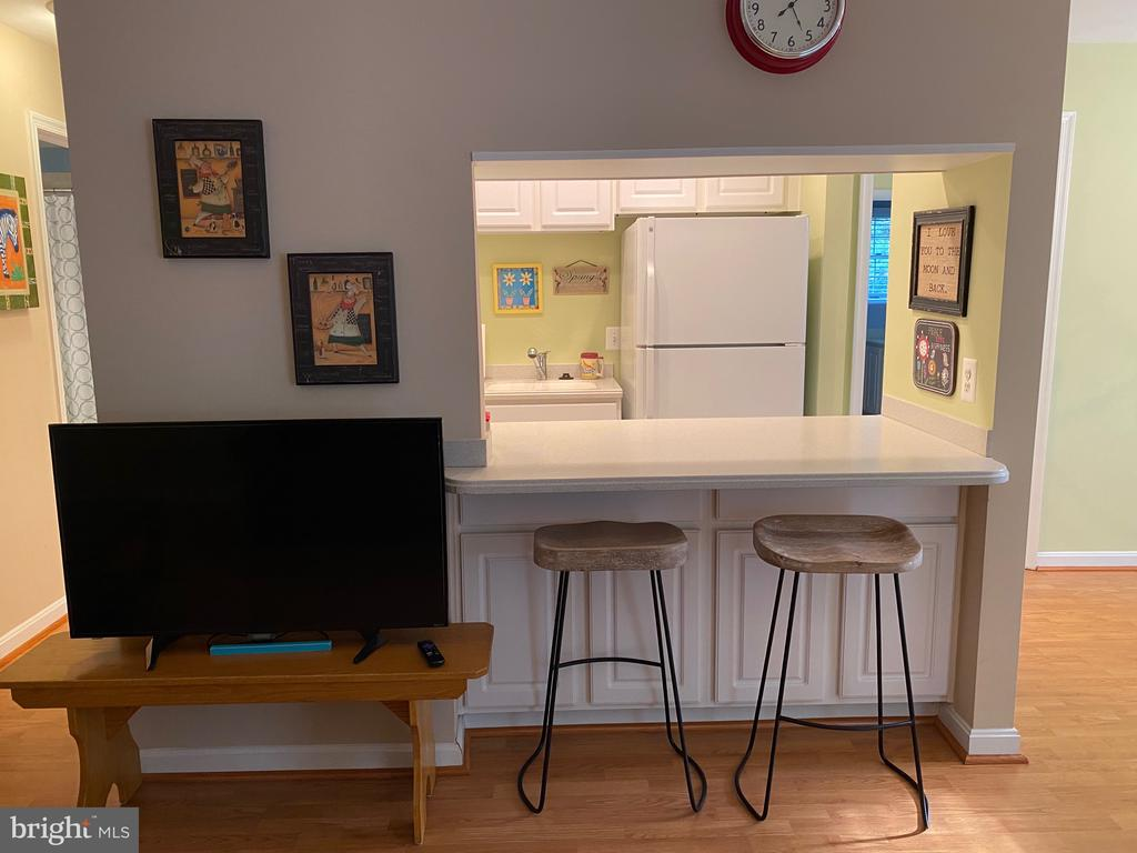Kitchen bar counter to living room - 112 WESTWICK CT #6, STERLING