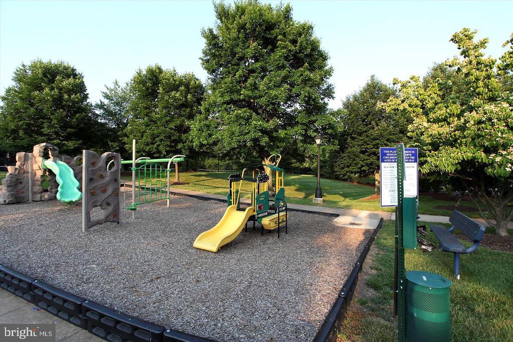 One of many playgrounds this community has! - 3045 PONY RIDGE TURN, DUMFRIES