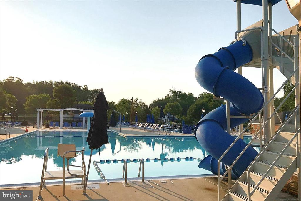 Community pool - 3045 PONY RIDGE TURN, DUMFRIES