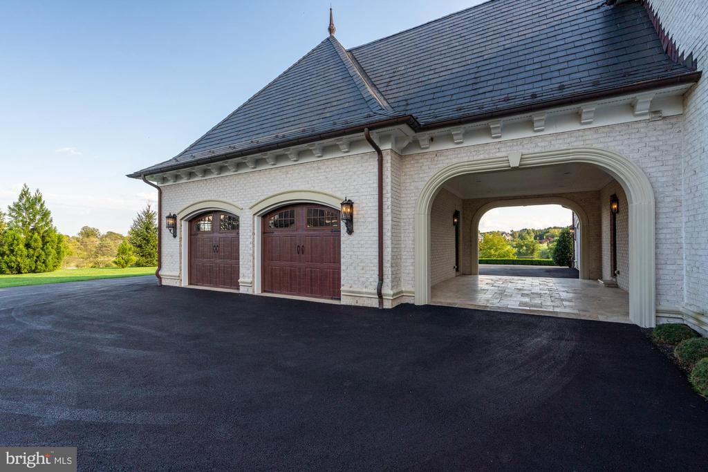 Gorgeous Slate Roof, Breezeway from Garage - 40483 GRENATA PRESERVE PL, LEESBURG
