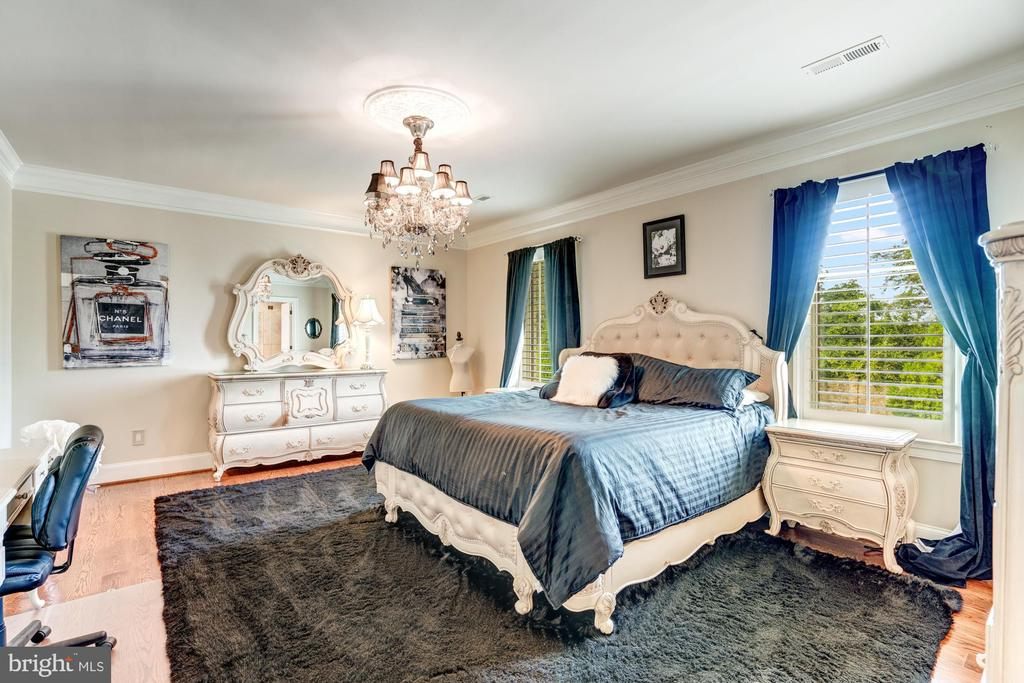 One of the Many Bedrooms all with En Suite Baths - 40483 GRENATA PRESERVE PL, LEESBURG