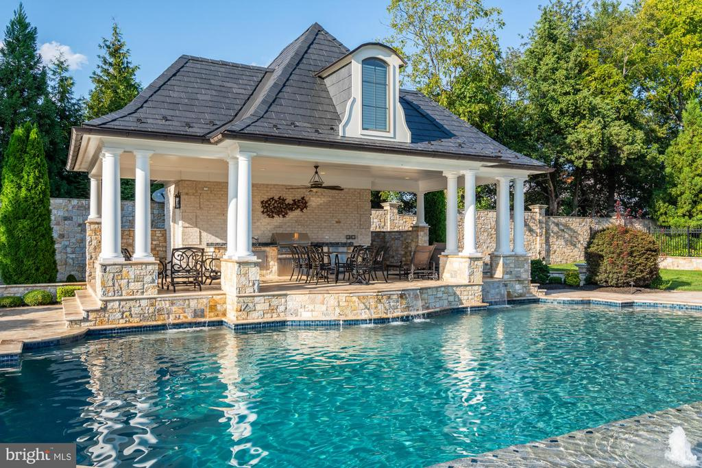 Pool House with Covered,  Outdoor Kitchen - 40483 GRENATA PRESERVE PL, LEESBURG