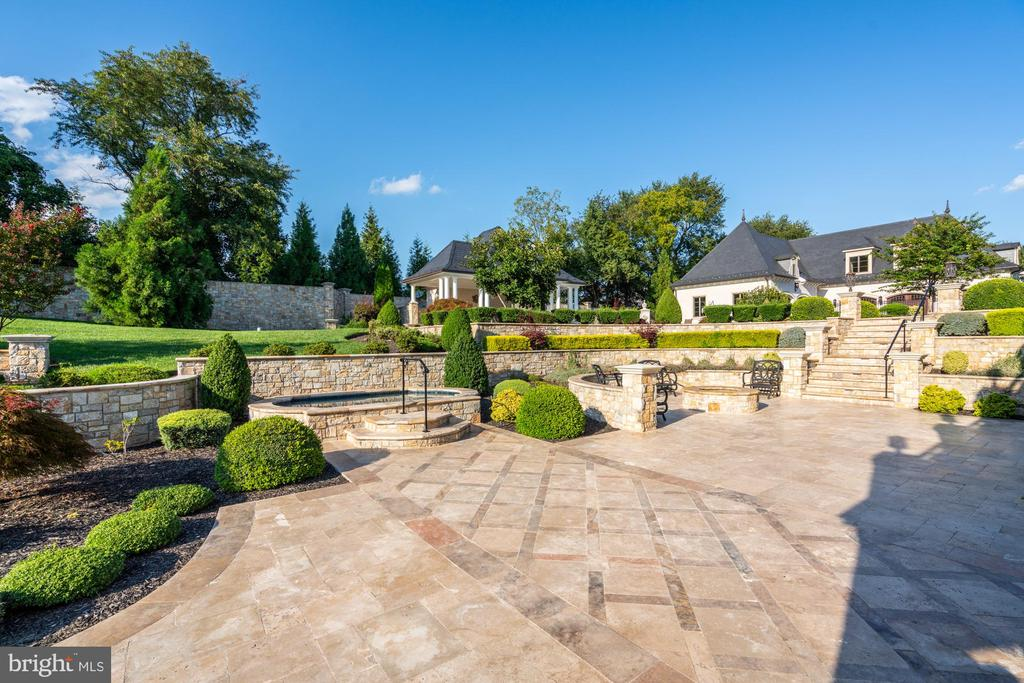 Truly and Outdoor Entertaining Paradise - 40483 GRENATA PRESERVE PL, LEESBURG