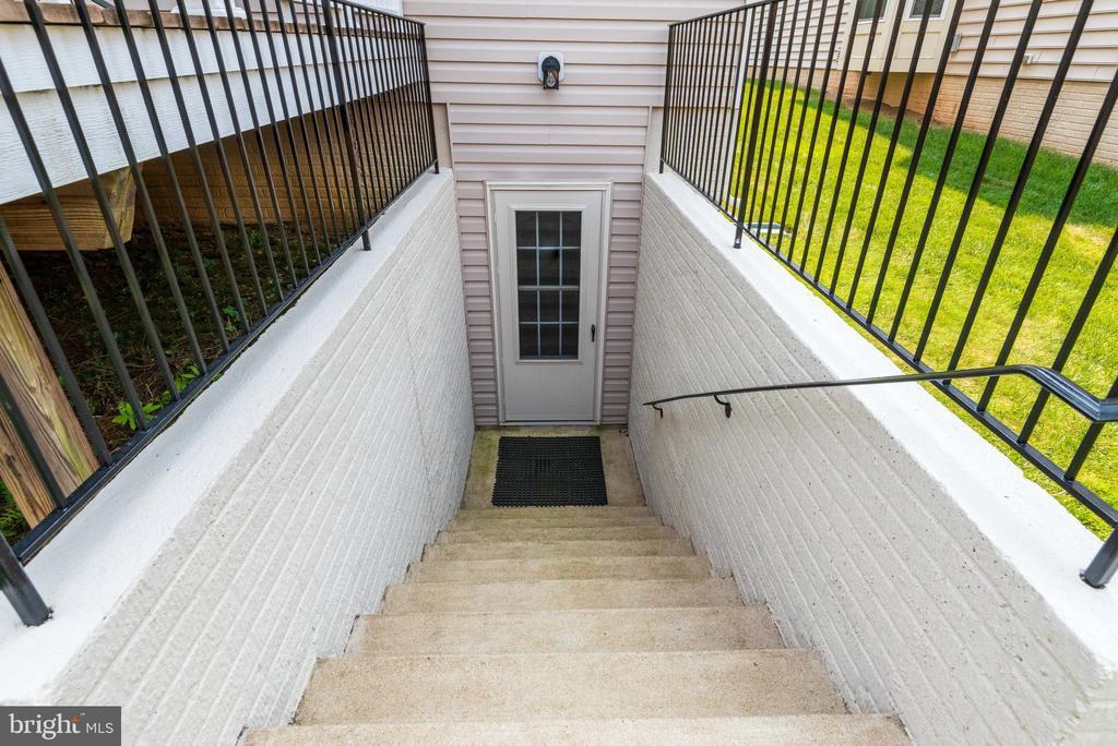Lower Level Walk Out - 42972 THORNBLADE CIR, BROADLANDS