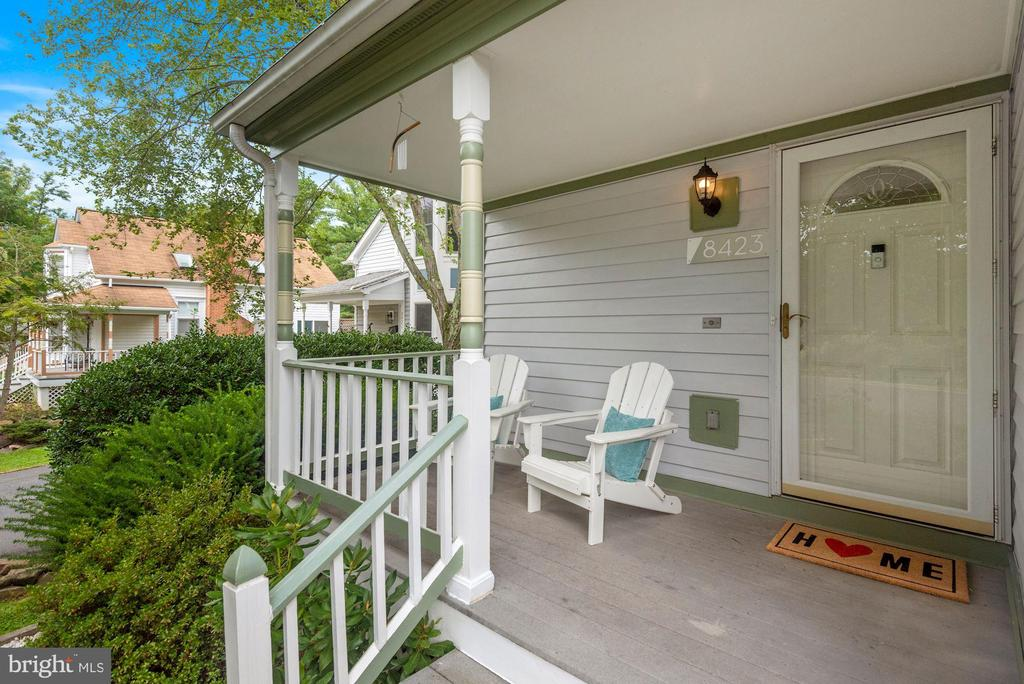 Holy Cuteness, Check Out the Charming Front Porch! - 8423 HOLLIS LN, VIENNA