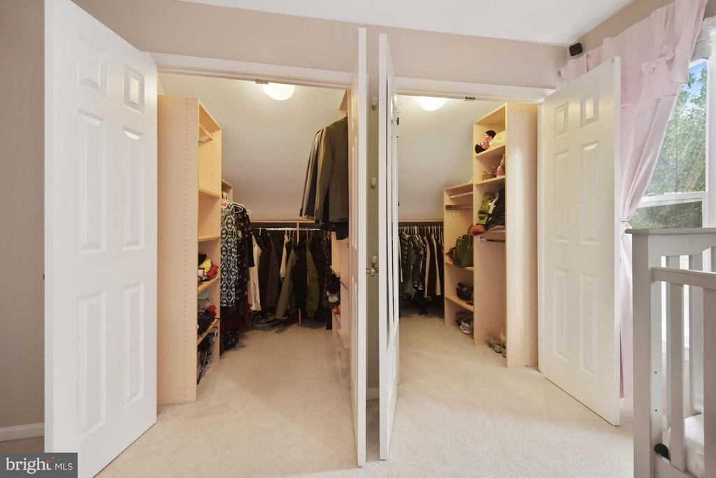 Heaven is Buying a Home w/ TWO Walk-In Closets! - 8423 HOLLIS LN, VIENNA