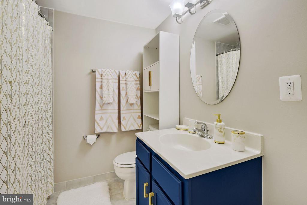 Full Bathroom #3 -This Home Has 4 Bathrooms TOTAL! - 8423 HOLLIS LN, VIENNA