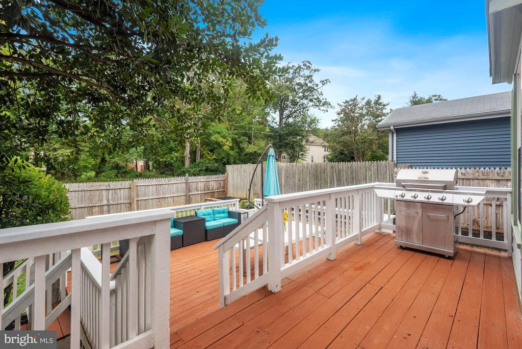 Deck #1 is Located Off of Dining Room & Kitchen! - 8423 HOLLIS LN, VIENNA