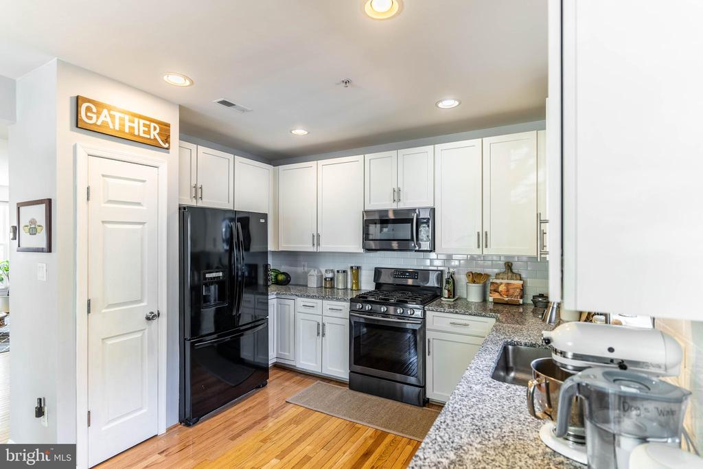 Kitchen - 42885 GOLF VIEW DR, CHANTILLY
