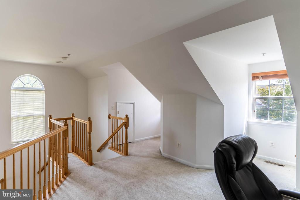 More Natural Light in Loft - 42885 GOLF VIEW DR, CHANTILLY