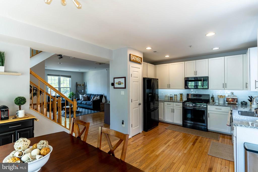 Kitchen View 3 - 42885 GOLF VIEW DR, CHANTILLY