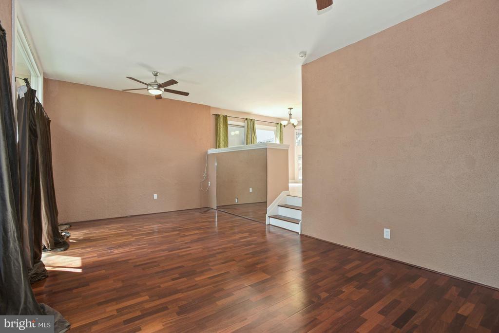 Sunken Living Room - 11684 MEDITERRANEAN CT, RESTON
