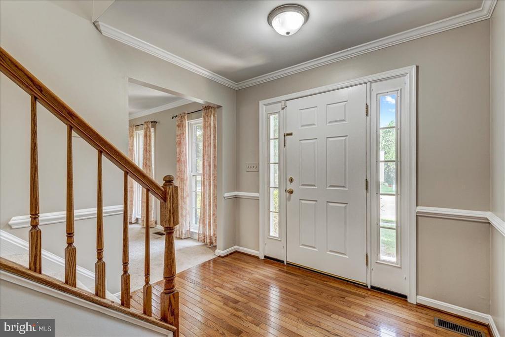 Hardwood flooring in foyer. - 127 NORTHAMPTON BLVD, STAFFORD