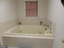 Jacuzzii in Master - 4204 AVON DR, DUMFRIES