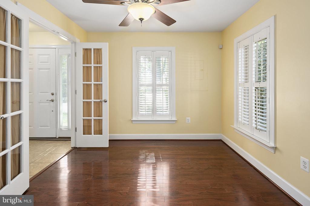 Lower level bedroom - 2615 S KENMORE CT, ARLINGTON