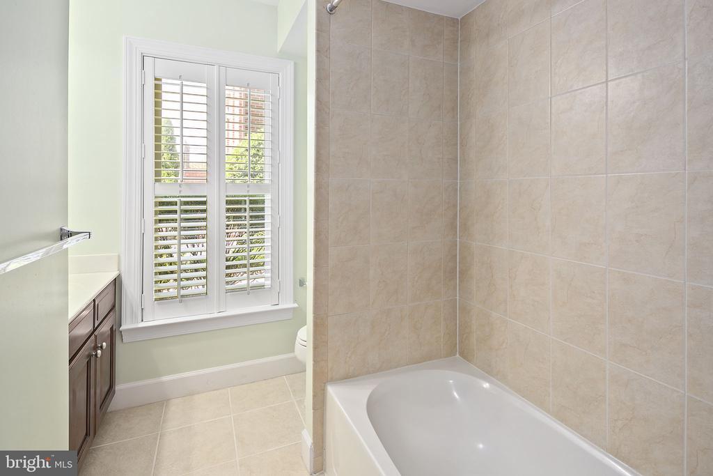 Lower level full bathroom - 2615 S KENMORE CT, ARLINGTON