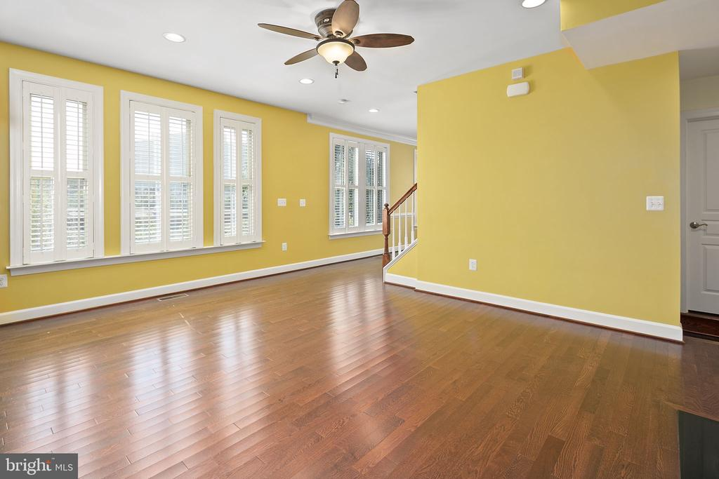 Living room with hardwood floors - 2615 S KENMORE CT, ARLINGTON