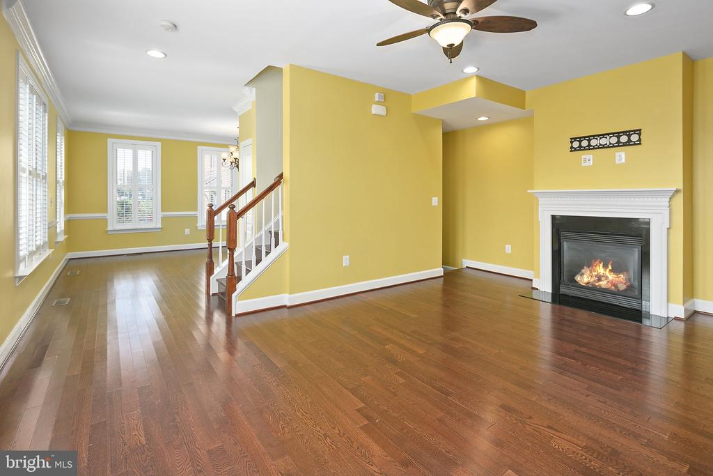 Dining room with gas fireplace - 2615 S KENMORE CT, ARLINGTON