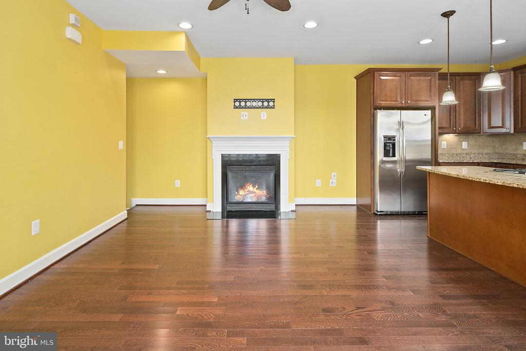 Dining room with gas fireplace and mantle - 2615 S KENMORE CT, ARLINGTON
