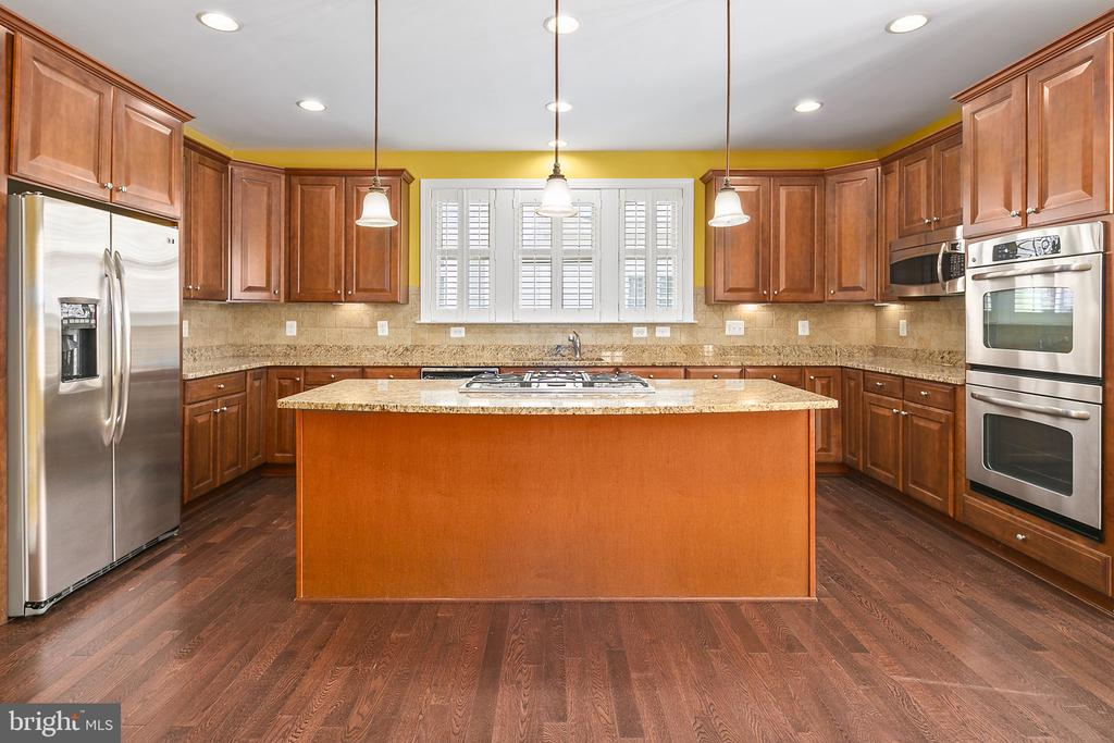 Stainless steel appliances - 2615 S KENMORE CT, ARLINGTON