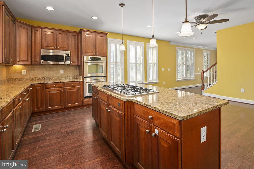 Double wall ovens - 2615 S KENMORE CT, ARLINGTON
