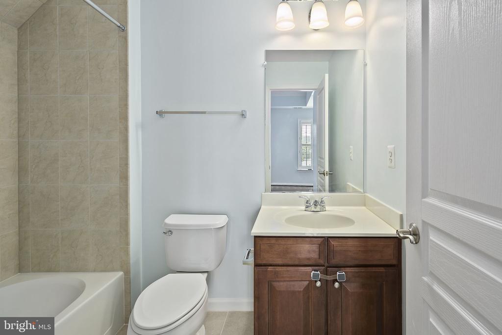 Primary bathroom 2 - 2615 S KENMORE CT, ARLINGTON