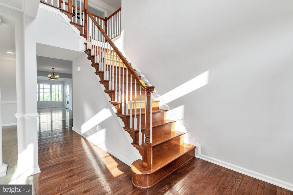 Hardwood Floors and Staircase - 20373 MEDALIST DR, ASHBURN