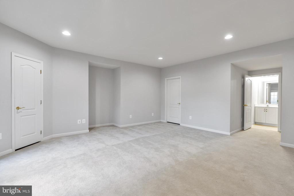 Guest Suite in Lower Level (Bedroom #5) - 20373 MEDALIST DR, ASHBURN