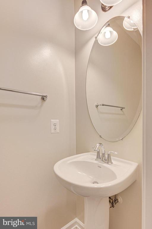 Powder room - 43610 HAMPSHIRE CROSSING SQ #AD-205, LEESBURG