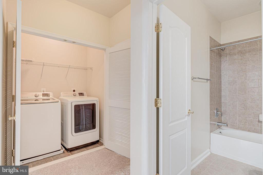 Full size washer and dryer on upper level - 43610 HAMPSHIRE CROSSING SQ #AD-205, LEESBURG