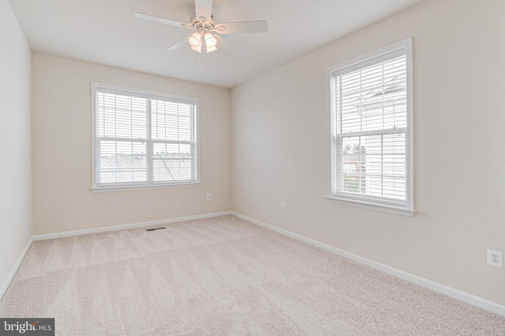 Second picture of bedroom # 2 - 43610 HAMPSHIRE CROSSING SQ #AD-205, LEESBURG