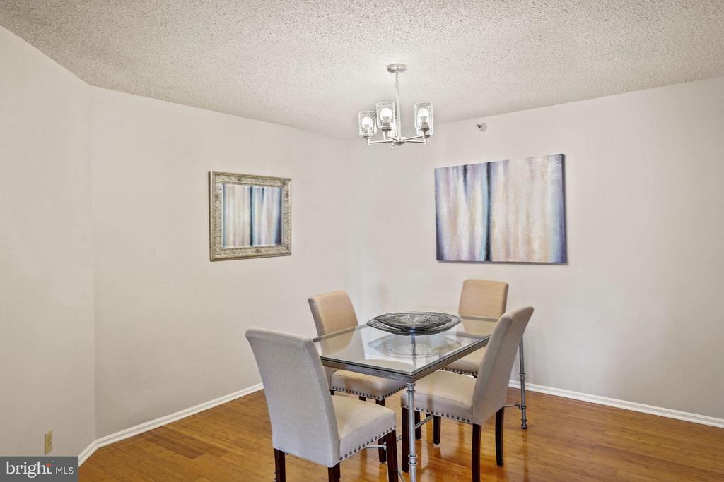Separate dining area - 1600 N OAK ST #525, ARLINGTON