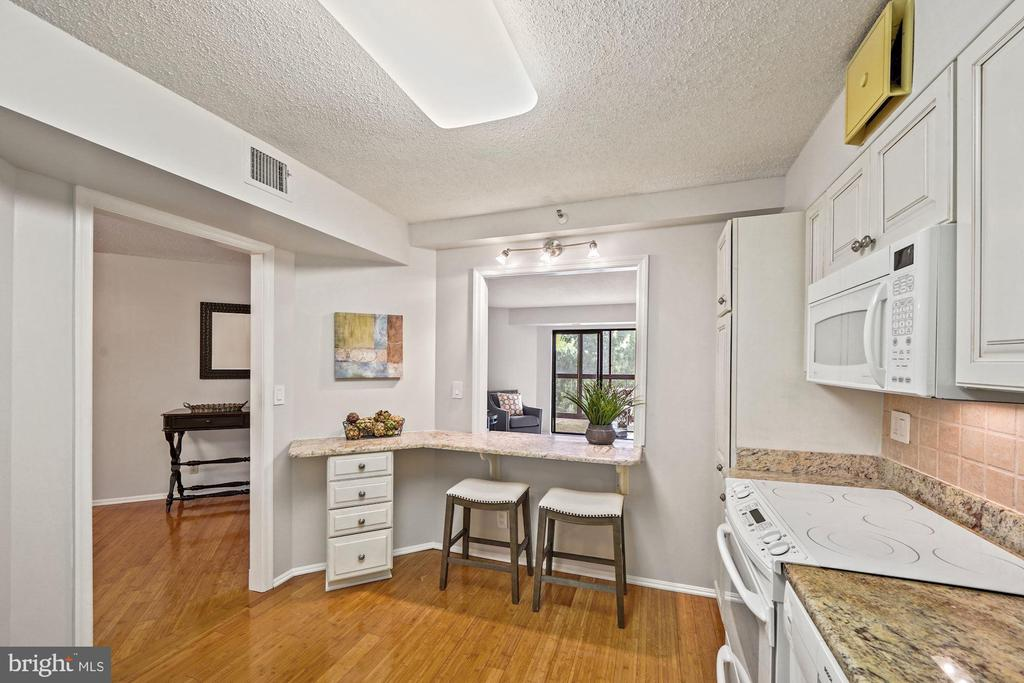 Kitchen - 1600 N OAK ST #525, ARLINGTON